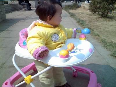 宝宝几个月可以坐学步车?宝宝学步车如何选购?